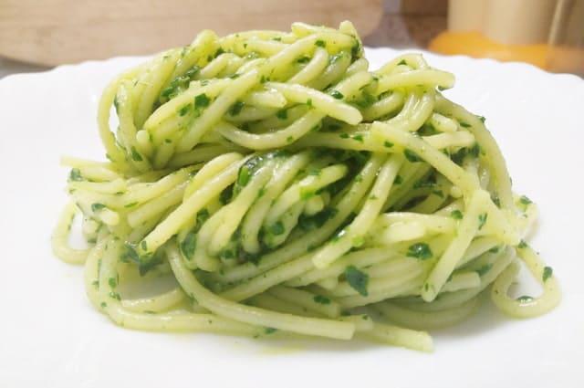 Spaghetti al pesto di spinaci freschi